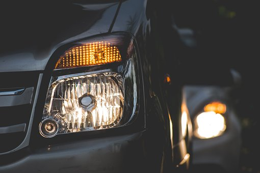 Why You Need A Good Mechanic For Auto Headlight Restoration